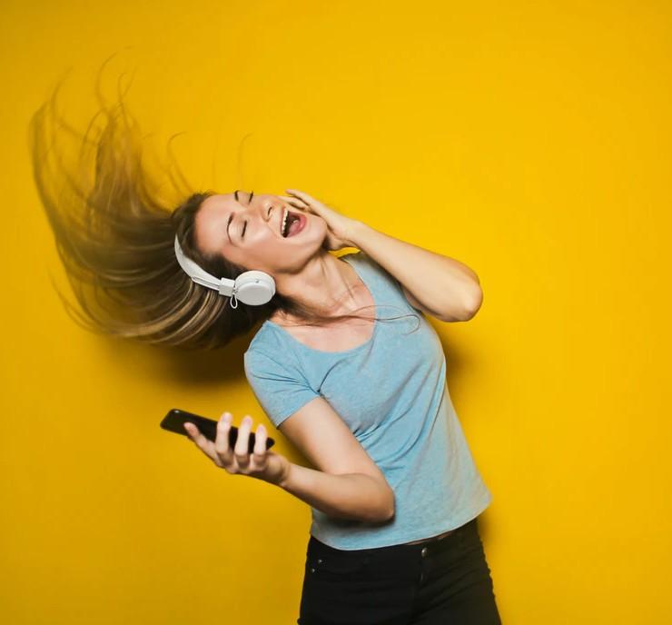 Leuk om te doen: er lekker voor gaan met karaoke thuis